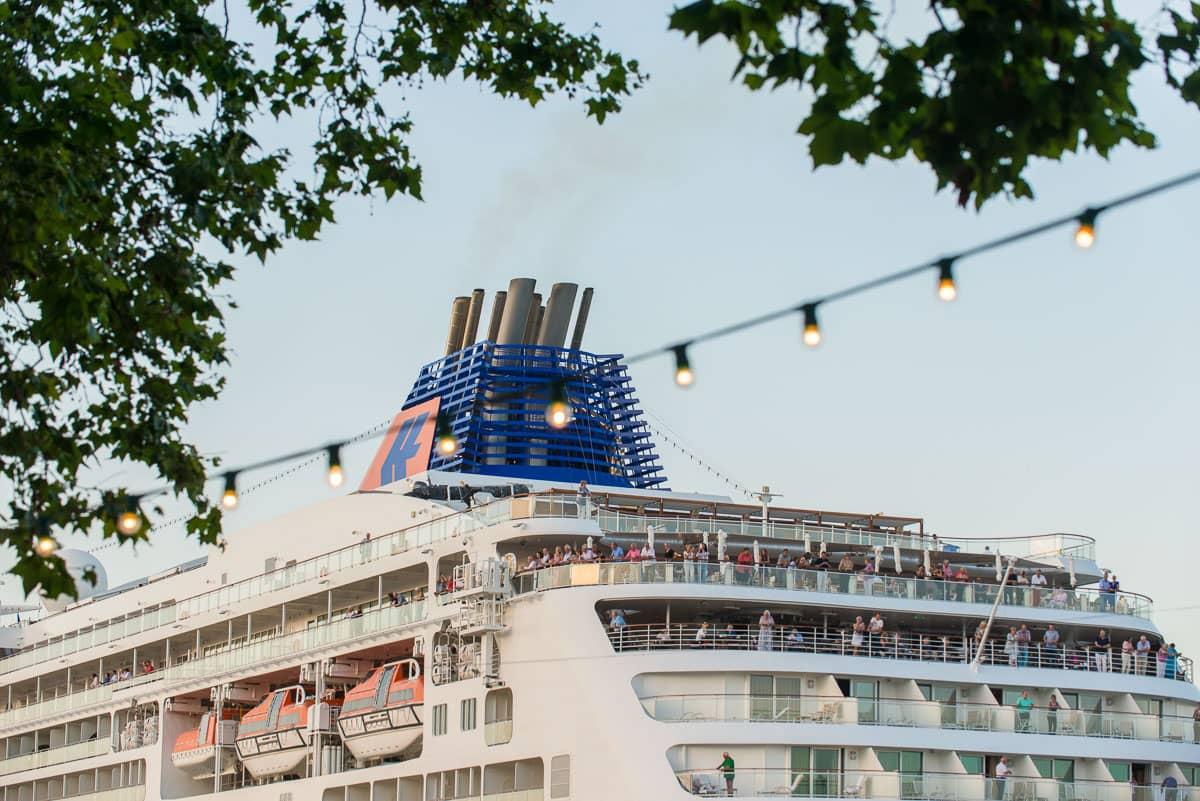 Forecasts of port calls in June