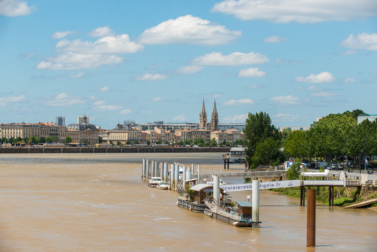 Innovative garbage collection service for cruise ships in Bordeaux city center.