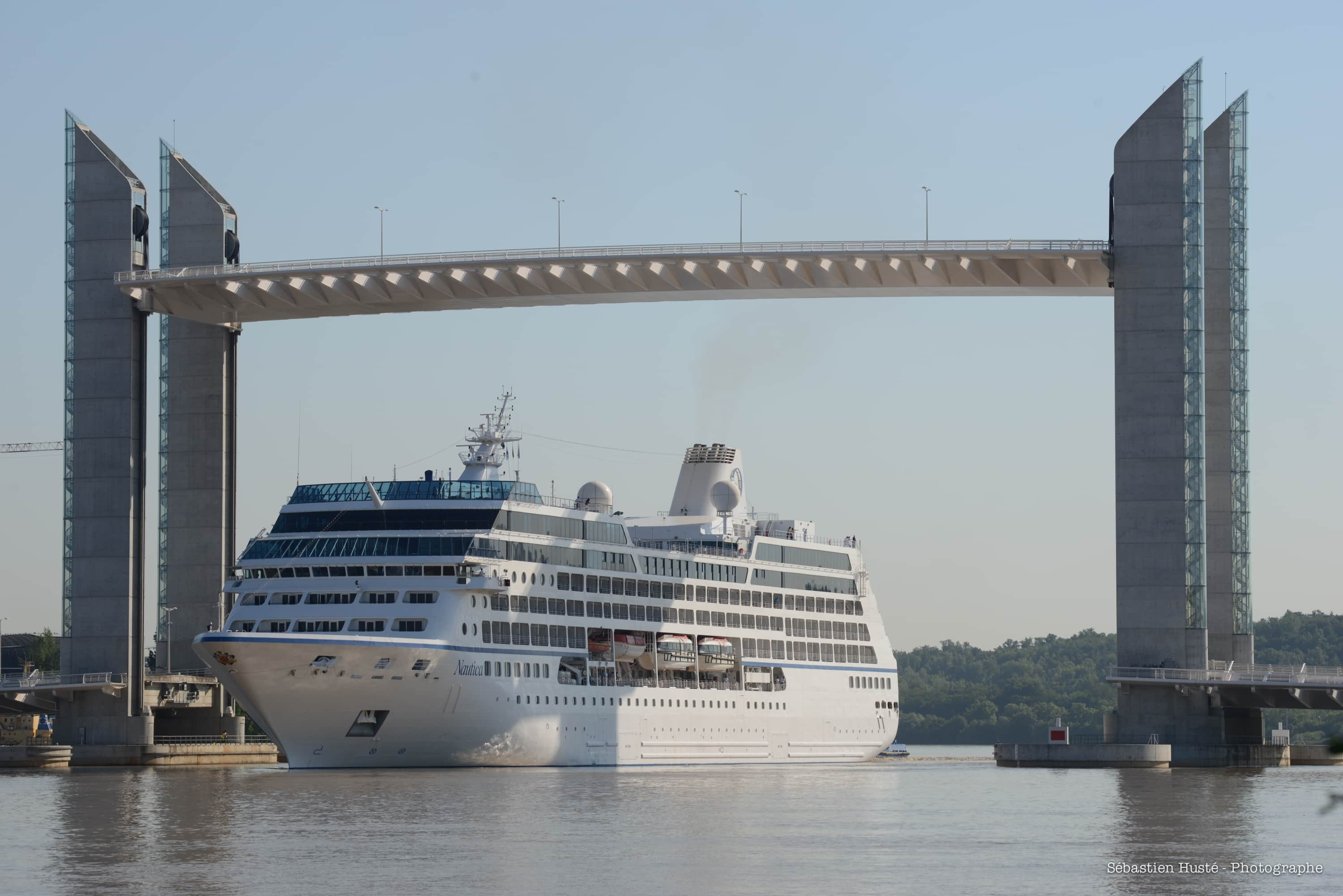 An easier access for larger ships into Bordeaux city center