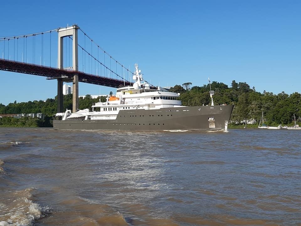 Le yacht Yersin en escale au Port de la lune
